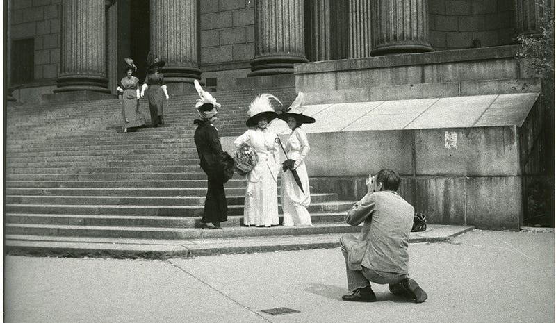 Illustration for article titled Explore Old Manhattan In Pics From Street Photographer Bill Cunningham