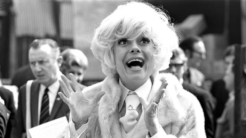 Carol Channing arrives in London for a four-week season at London's Drury Lane Theatre on April 30, 1970.