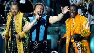 Maurie White (center) and other members of Earth, Wind & Fire in 2004Vince Bucci/Getty Images