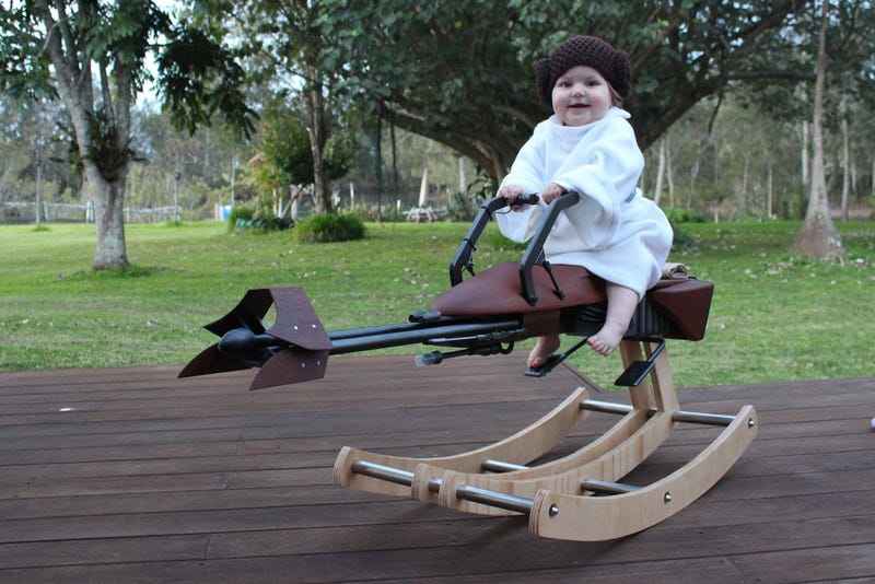 Illustration for article titled This Tiny Princess Leia Rides a Rocking Speeder Bike