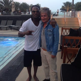Illustration for article titled Here Is An Important Photo Of Pacman Jones And Rod Stewart