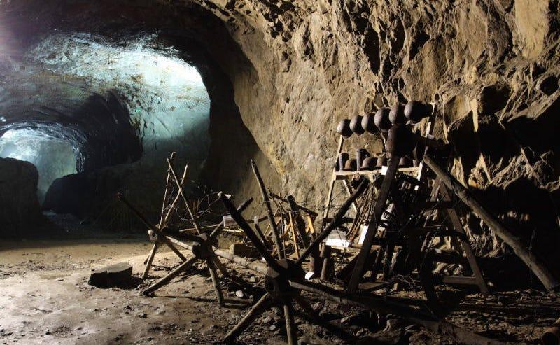 Uno de los túneles del proyecto Riese en la actualidad. Fotos: Wikimedia Commons.