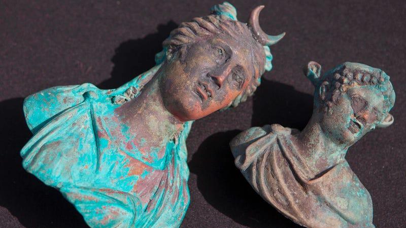 Illustration for article titled Divers Just Randomly Stumble Upon Sick Ancient Roman Sunken Treasure