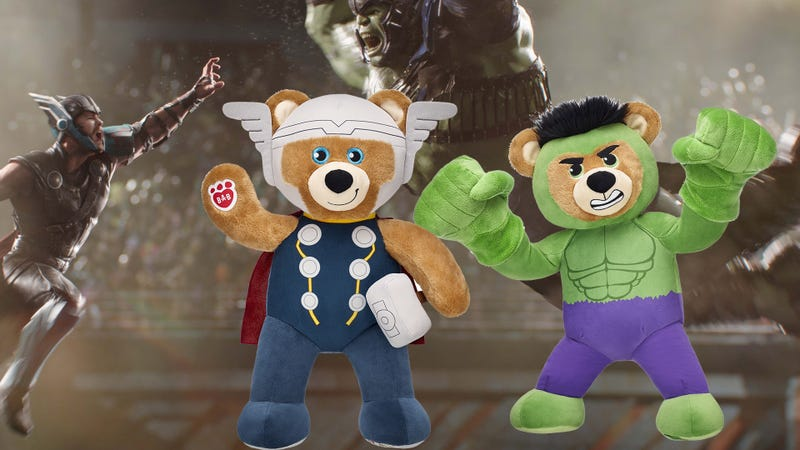Illustration for article titled When Thor And Hulk Teddy Bears Battle, Everybody Wins