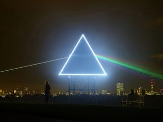 Illustration for article titled Pink Floyd Materializes In London's Sky