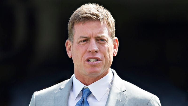 Illustration for article titled Troy Aikman Warns Fans About Comparing Concussions Between Eras