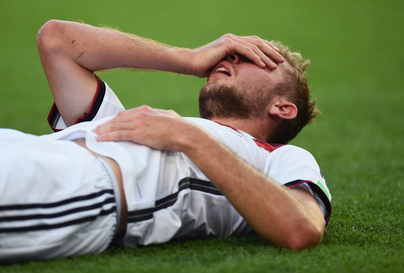 """Illustration for article titled Concussed Christoph Kramer """"Can't Really Remember"""" World Cup Final"""