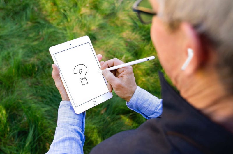 Illustration for article titled Photoshop Contest: What Is Tim Cook Really Drawing?