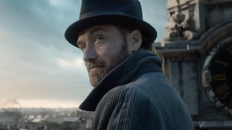 Jude Law as a young and very chill Albus Dumbledore in Fantastic Beasts: The Crimes of Grindelwald.
