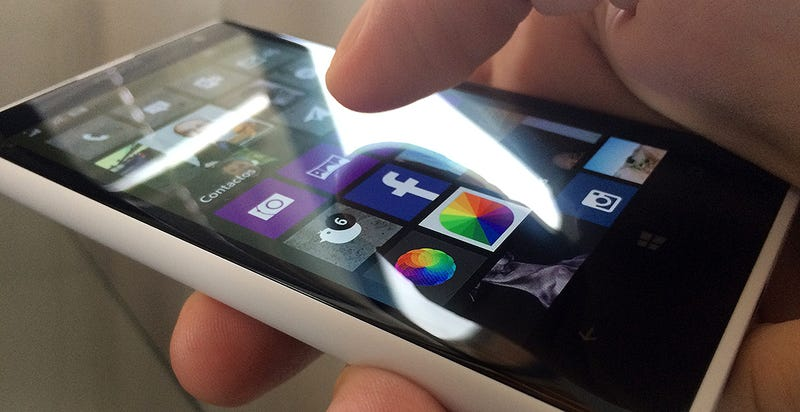 Illustration for article titled La sombra de tu dedo sobre la pantalla del móvil puede ahorrar batería