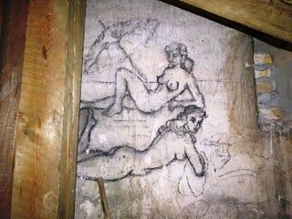 Illustration for article titled Csöcsös nőket találtak az Egyetemi Könyvtár padlásán