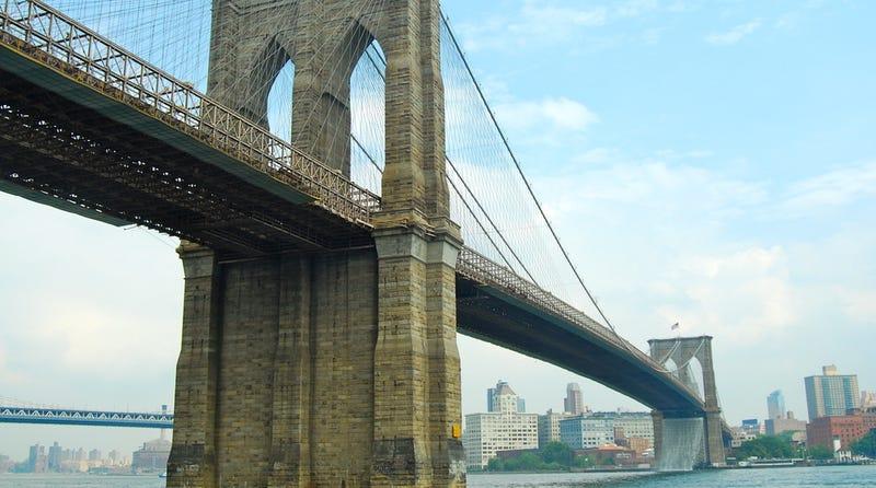 Illustration for article titled La leyenda de Robert Odlum, el hombre que apostó su vida tirándose del puente de Brooklyn