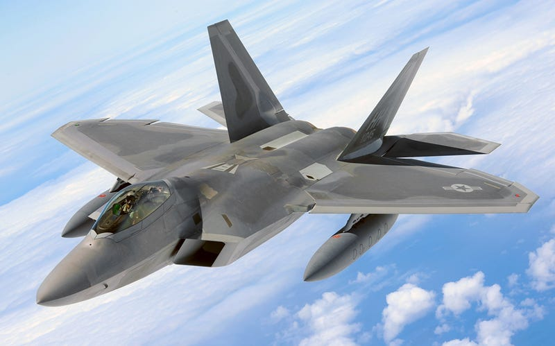 Illustration for article titled Hawaii Air Guard F-22s Deploy To The Middle East As Tensions With Russia Build