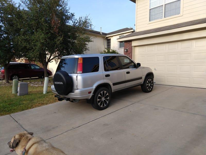 Illustration for article titled Neighbor put some new(er) wheels on the CRV