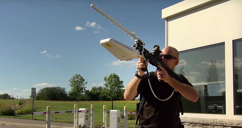 Este rifle desactiva drones a una distancia de hasta 400m mediante señales de radio