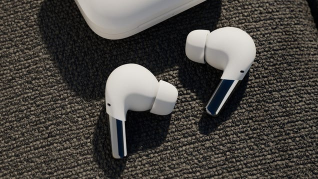 OnePlus  AirPods Pro Clone Might Be a Solid ANC Alternative