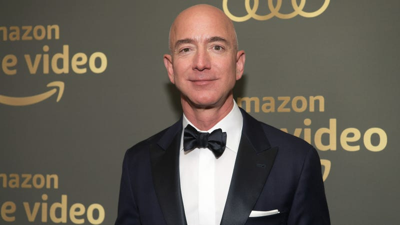 Illustration for article titled Well, Here Are Some Dirty Texts Allegedly From Jeff Bezos to Lauren Sanchez...