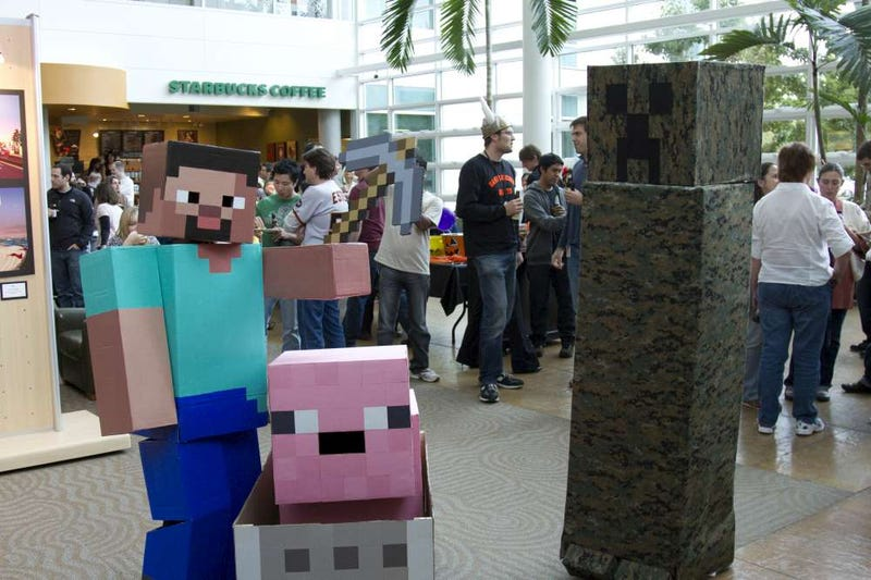Illustration for article titled The Most Amazing Minecraft Costumes You'll Ever See