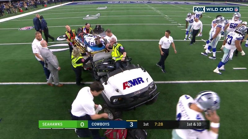 Illustration for article titled Cowboys WR Allen Hurns Leaves Game On Stretcher After Gruesome Leg Injury