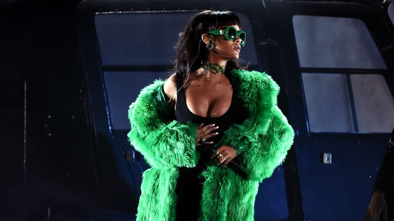 Illustration for article titled L. Ron Hubbard Chic & Rihanna in Money Green at the iHeartRadio Awards