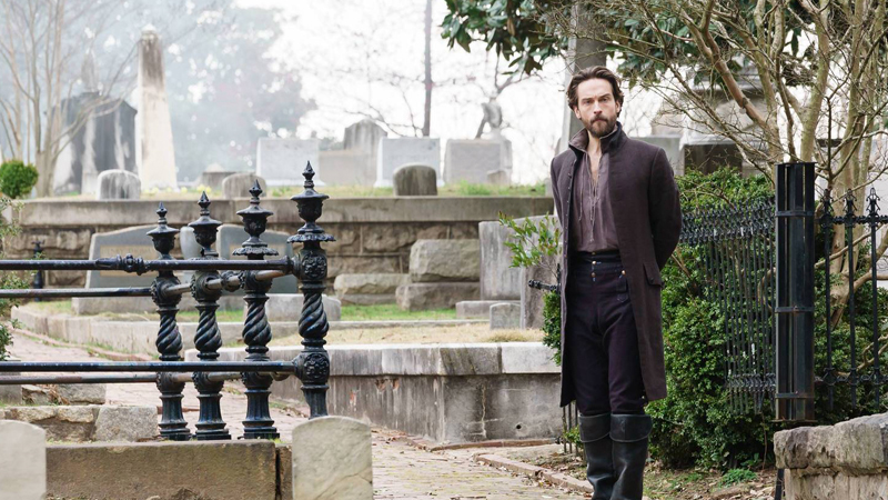 Ichabod goes to join the restless bones of his own TV show. Image: Fox