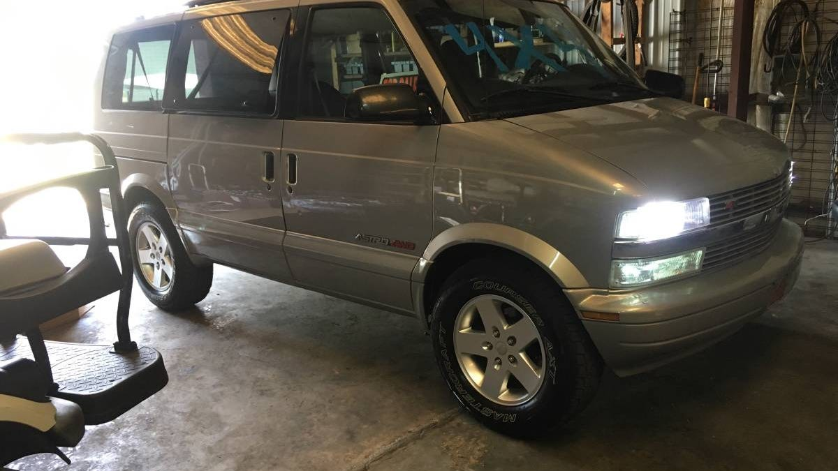 At $5,000, Could This 2001 Chevy Astro 4X4 Make Anytime Van Time?