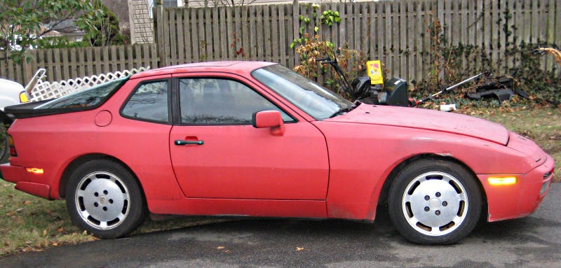 Illustration for article titled Someone Needs To Give This Rough Porsche 944 Turbo A New Home