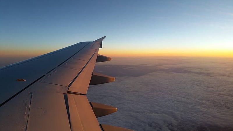 Illustration for article titled Por qué los aviones comerciales vuelan a 10.000 metros de altura (pista: las aerolíneas salen ganado)