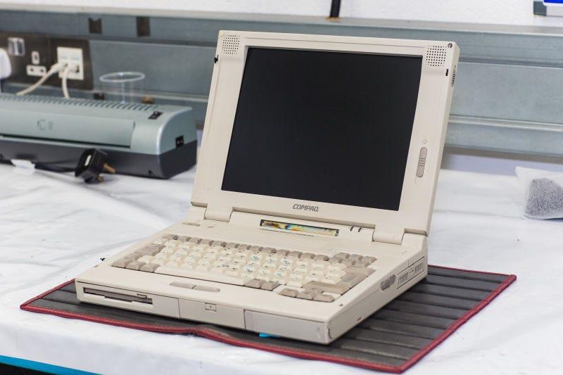 Illustration for article titled Un viejo laptop de los 90 es la única llave que existe para uno de los deportivos más cotizados