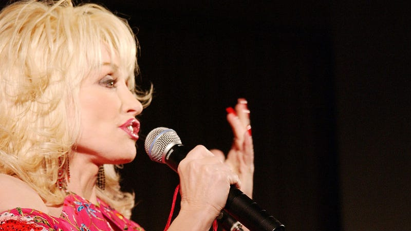 Illustration for article titled Dolly Parton Will Not Tell Miley Cyrus To Stop Doing Anything