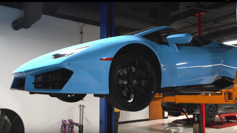 Illustration for article titled Changing the Oil on a Lamborghini Huracan Is Incredibly Tedious
