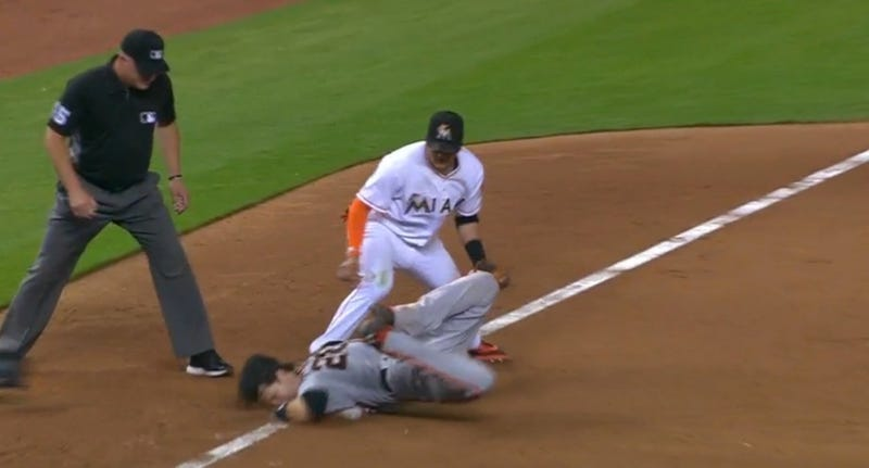 Buster Posey slide goes wrong
