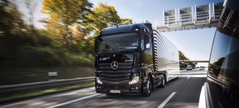 Illustration for article titled Daimler's Autonomous Truck Successfully CompletedIts Maiden Voyage OnA Public Highway