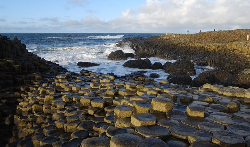 Illustration for article titled Why Is Ireland's Giant's Causeway Shaped Like That?
