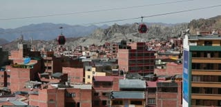 Illustration for article titled Watch How Bolivia Built the World's Longest Urban Cable Car System