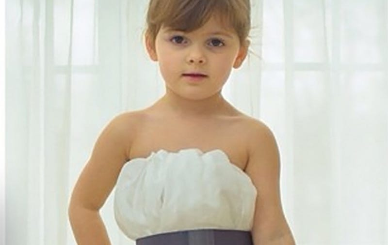Illustration for article titled 4-Year-Old Fashion Designer Makes Amazing Gowns Out Of Paper