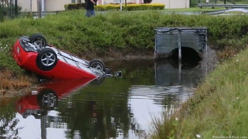 Illustration for article titled Hertz Rental Corvette Crashes Upside Down Into Florida Canal