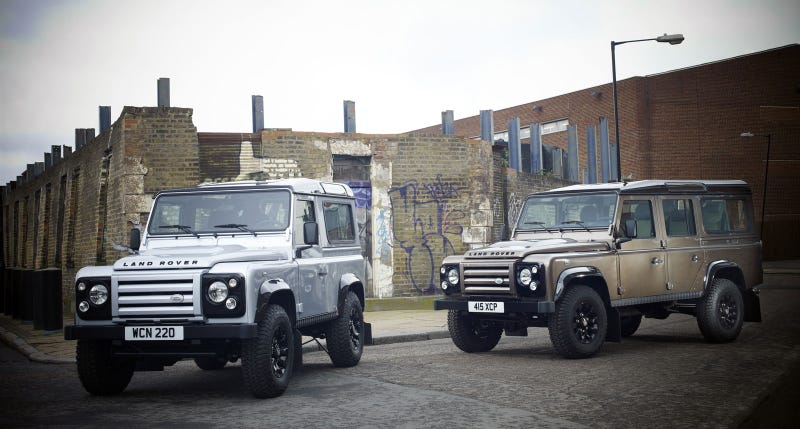 Illustration for article titled 2011 Land Rover Defender LE Is Properly Thuggish