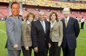 Illustration for article titled New MNF Booth Just Full Of Giggles!