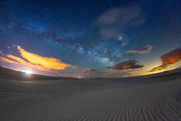 The Gypsum Sandstorms of White Sands Are Gorgeous in New Timelapse