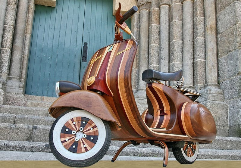 Illustration for article titled Beautiful Hand-Made Wooden Vespa