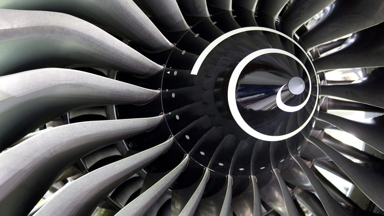 rolls-royce is going to 3d print its airplane engine parts