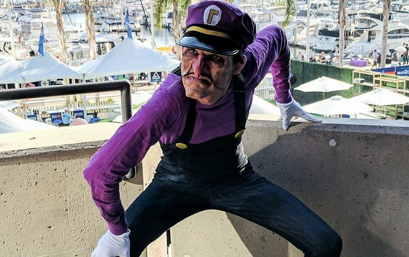 Illustration for article titled Oh God This Waluigi Cosplay
