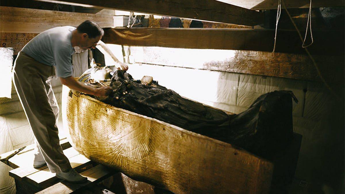 Las espectaculares fotos del hallazgo de Tutankamón en 1922 ...
