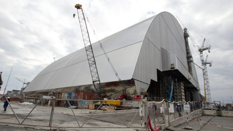 Chernobyl's New Safe Confinement as it appeared in October 2016. (Image: Tim Porter/Wikimedia)