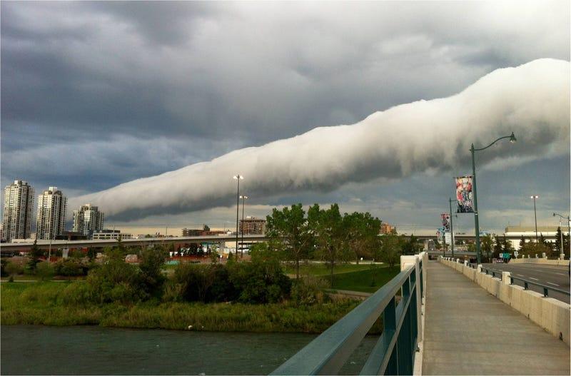 La espectacular (e inquietante) forma de las nubes rodillo