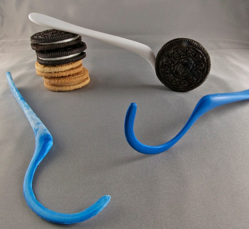 Illustration for article titled The Dipr Cookie Spoon Might Forever Change the Way You Dunk