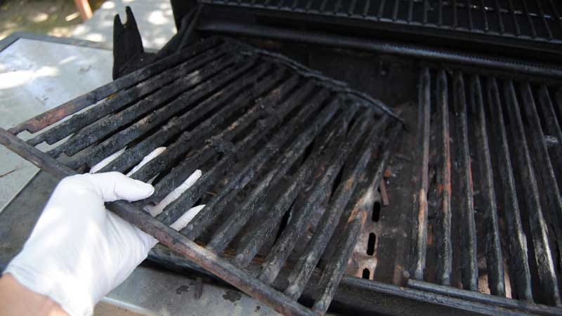 Illustration for article titled Winterize Your Grill to Protect it from Insects and Moisture