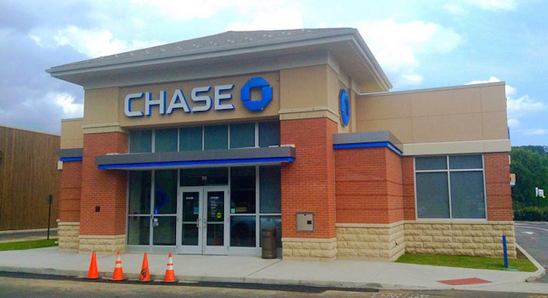 Illustration for article titled Chase Is About to Slash the Sign Up Bonus on Its Sapphire Reserve Card