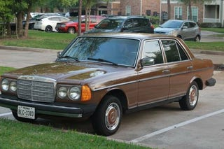 Illustration for article titled It Doesn't Get Any More Jalopnik Than A Cheap Brown 4-Speed Diesel Mercedes-Benz Sedan